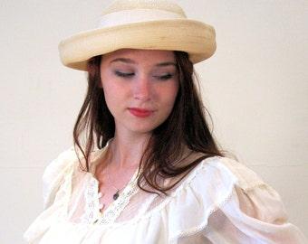 70s Cream Raffia Boater Hat, Upturned Brim Vintage White Straw Hat