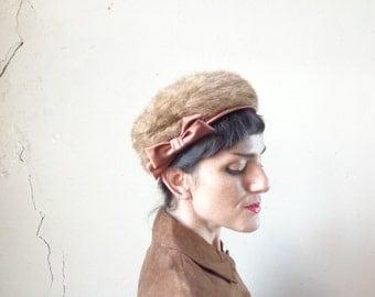 fur pillbox hat/ satin bow/ tawny fur hat/ Joy Dorcey // size 22