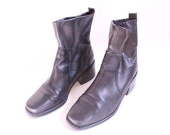 Minimal Black 90s Sock Boots