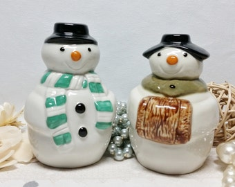 Wade Mr And Mrs Snowman Salt And Pepper Pots ~ 4 Inches Tall ~ Vintage Cruet Set ~ Salt And Pepper Shakers