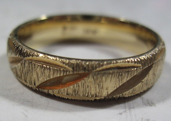 14 KT yellow gold mans wedding band