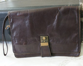 70's Vintage Brown Leather Distressed Envelope Clutch/Purse with Wrist Strap - BT-301