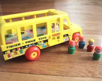 1965 Fisher Price Little People School Bus Pull Toy #192