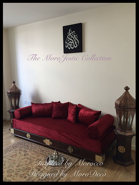 Luxurious moroccan sofa day bed arabian bench moorish for Moroccan sofa bed