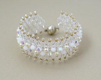 Bridal statement bracelet, Swarovski pearl bracelet, Pearl and crystal bracelet, Pearl bridal bracelet, Pearl & Gold Bracelet