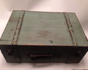 Extra Large Distressed Green Essential Oil Box/Case/vintage/distressed/trunk/holds (77)15ml bottles/Apothecary