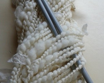 Merino wool yarn chunky hand spun thick & thin chunky yarn with silk strips in natural gifts for women 11442