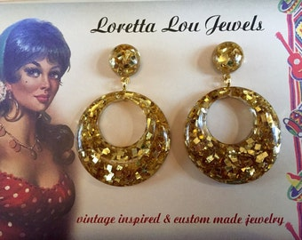Vintage inspired earrings, hoops in the 40s, 50s style, bakelite and Lucite confetti, glitter gold