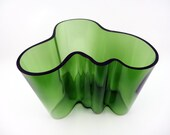 Limited edition Savoy or Aalto green glass vase by Alvar Aalto - No 6623 of 8000 - Karhula Iittala Finnish glass - Mould blown green tinted