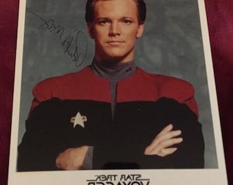 Robert Duncan McNeil Tom Paris Star Trek Voyager Autographed Hand Signed Photo