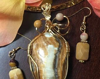 Moroccan Onyx wire wrapped pendant