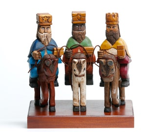 Tres Reyes Magos a Caballo policromados corte tradicional (Three wise men on horse)  in traditional style Polychromed