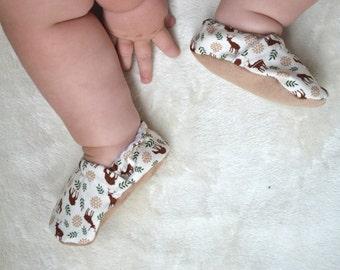 deer baby shoes antler baby clothes deer girl shoes deer baby clothing buck booties soft sole baby shoes wild baby shoes green brown booties