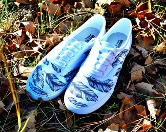 Hand Drawn Feather Designed Canvas Shoe