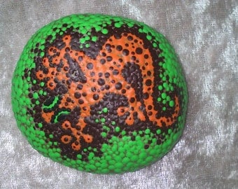 Dot painting stone LURCHI of lovingly hand-painted River pebbles weatherproof and UV-resistant, 5 cm diameter