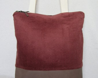 Style in corduroy and brown leather tote bag. Tote bag.