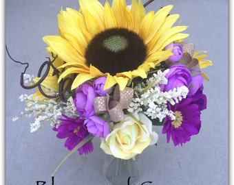 Sunflower bridal bouquet, wedding flowers.