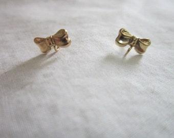 Vintage Stunning 14k Solid Gold Petite BOW Post Stud Earrings