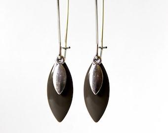 Earrings grey enamelled sequins