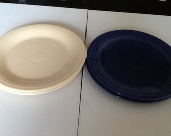 VERY RARE, OLD vintage genuine Fiestaware by Homer Laughlin Co from 1936-1951 in excellent condition. Fiesta ware dinner plates.