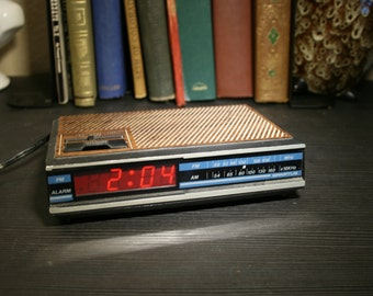 Vintage Spartus Digital Alarm Clock FM/AM Radio