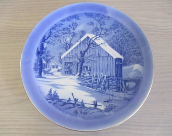 "Currier & Ives ""The Old Homestead in Winter"" Collectible Plate"