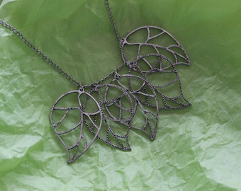 five leaves necklace