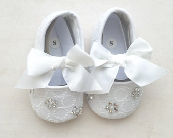 Baby shoes, baby white shoes, infant shoes, baptism shoes, christening shoes, Swarovski stones shoes, size 1, newborn gift, baby booties