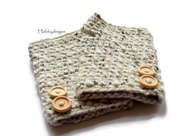 Fingerless gloves/Wrist warmers with wooden buttons