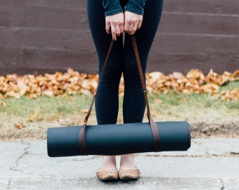 customizable brown leather yoga mat strap/blanket strap // hand-cut, waxed leather strap with an adjustable loop-through fastening