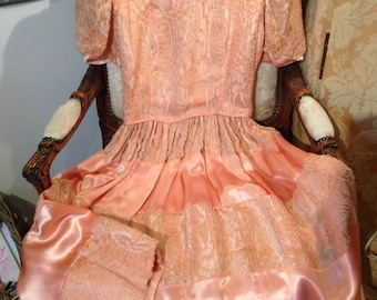 1940's pink/peach silk satin embossed dress. Vintage. 37 bustx27x42x48 length