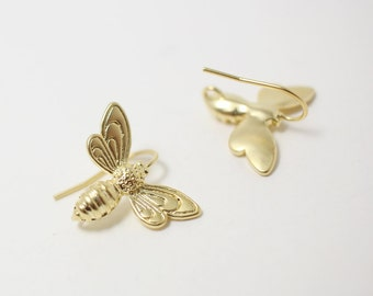 E0035/Anti-tarnished Matte Gold Plating Over Brass/Honey Bee Earring Hook /22x18 mm/2pcs