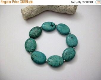 ON SALE Vintage Turquoise Glass Stone Stretch Bracelet 62816