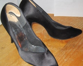 Fredericks of Hollywood BLACK SATIN High Heel Stilettos Shoes Size 7M Medium