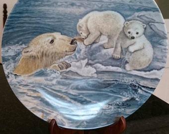 "Vintage Polar Bear Plate Artist Yin-Rei Hicks "" A Tender Coaxing"" /National Wildlife Federation/1982"