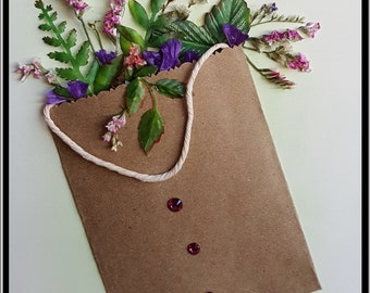 Bag with Flowers (Beige) All lcards are crafted with recycled paper