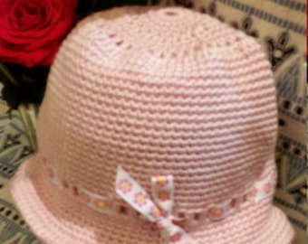 Crocheted cloche hat -soft pink
