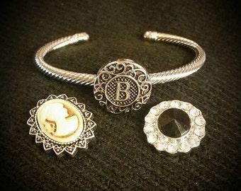 Snap bracelet set with interchangeable snaps.
