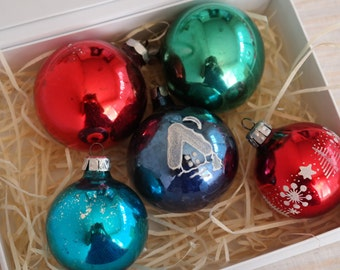 Set of 5 glass Christmas ornaments of different colors / vintage Christmas decorations / red, green, blue Christmas tree decor