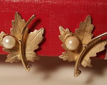 Vintage Pat Pend Clip Earrings Gold Leaf ...