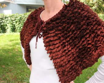 Brovn knit capelet with ruffles