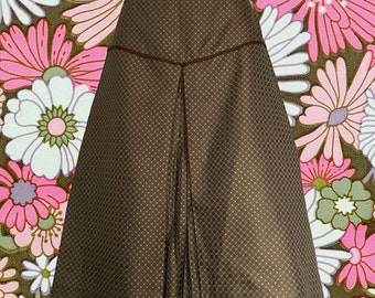 1980's Due Per Due Silky Skirt with Front Pleat • Great Textured Fabric • Yoke Accent