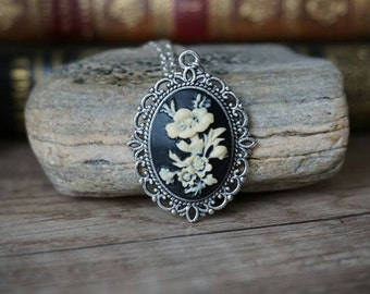 "Necklace ""silver flowers"""