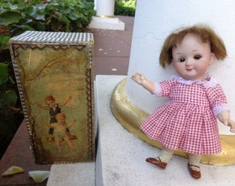 Antique collector's item antique doll with googly doll with closed mouth