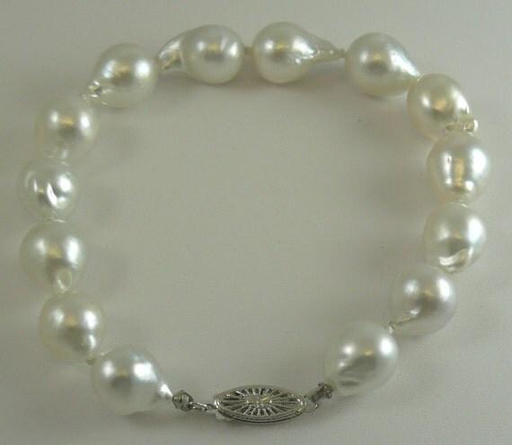 South Sea White Baroque 10.1 mm x 11.8 mm Pearl Bracelet 14k White Gold