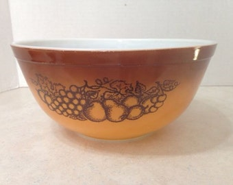 Vintage Pyrex OLD ORCHARD Mixing Bowl 2 1/2 Qrt Brown Fruit