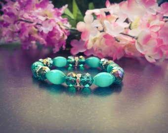 Green beaded stretch bracelet