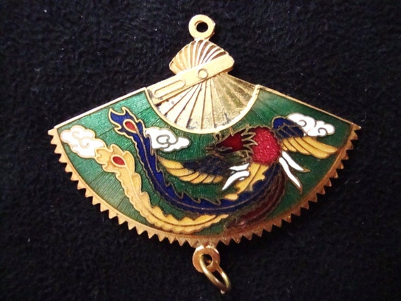 Lovely 1970s goldtone Cloisonne Oriental fan pendant can be hung both ways