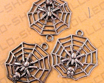 Spider holding Skull on Spider Web Pendant/Charm Silve/AntiqueGreen Alloy Sold by 1 pack of 3pcs 30mm, 9.1 grams/pk