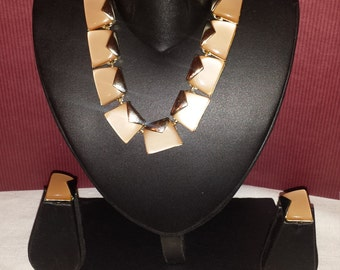 A set of Charel geometric, gold tone pink thermoset, earrings, necklace, bracelet